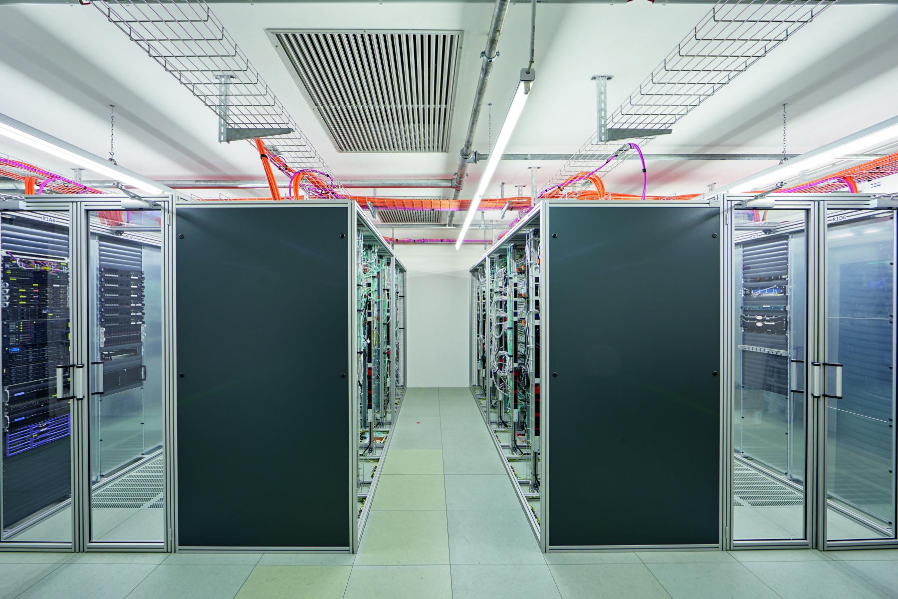 Server-Racks mit Einhausung in Rechenzentren